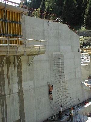Absturzsicherung auf einer Baustelle